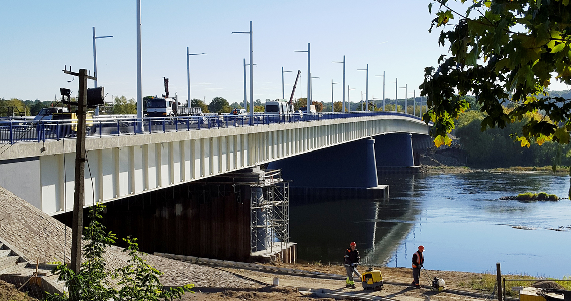 Due to cold temperatures, the work performed on the copings of the Panemune bridge represented quite a challenge – but one that was readily overcome.